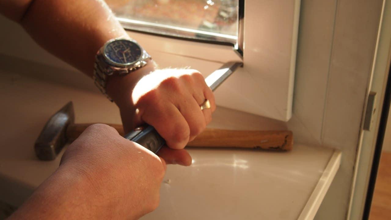 Ремонт пластиковых окон своими руками в домашних условиях.